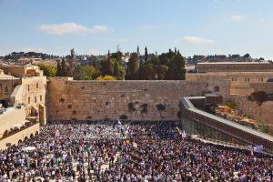 the Kotel on Sukkot during prayer.